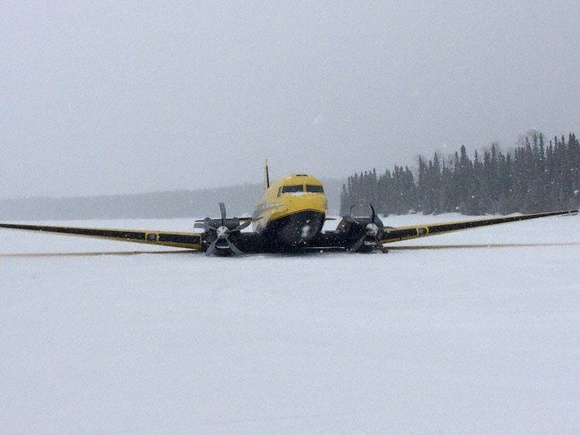 Private Air DC3 at Pickle Lake on Mar 17th 2017, lost height after takeoff
