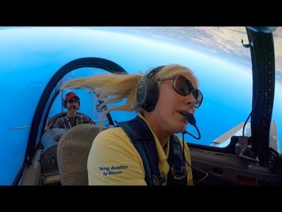 How Julie Clark flies her AirShow - 11,000 hours in the T-34 - she's a master pilot!