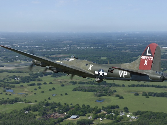 B-17 arrives at SUN 'n FUN