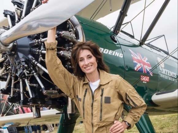 Tracey Curtis-Taylor completes recreation of historic flight