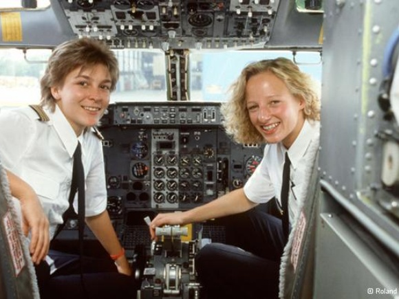 Lufthansa starts campaign to lure more female pilots