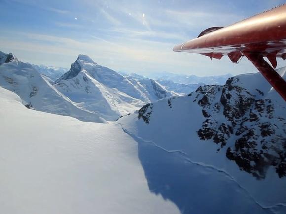 1 Minute Film: Landing Kahiltna Glacier