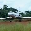 Falcon 50 landing on an unpaved runway in Zaire
