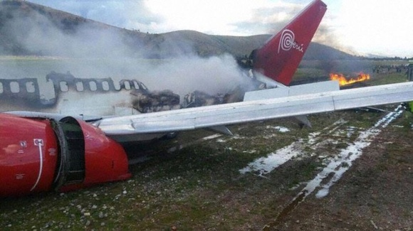 Peruvian B733 Veers Off Runway And Bursts Into Flames After Landing