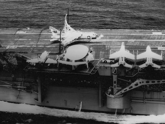 F-8E Crusader forced landing into the barricade of carrier Ticonderoga