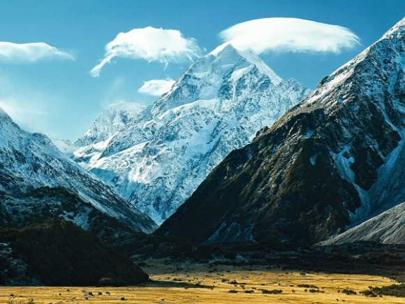 Lenticular-clouds-over-the-summit-of-AorakiMount-Cook-the-hightest-mountain-in-New-Zealand