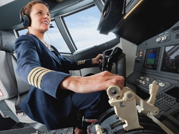 Singapore Airlines Hires Women Pilots for The First Time