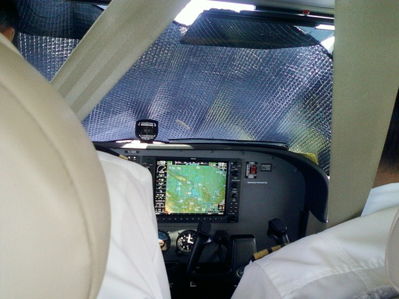 Photo Short Field Operations Cessna 172 G1000 Over