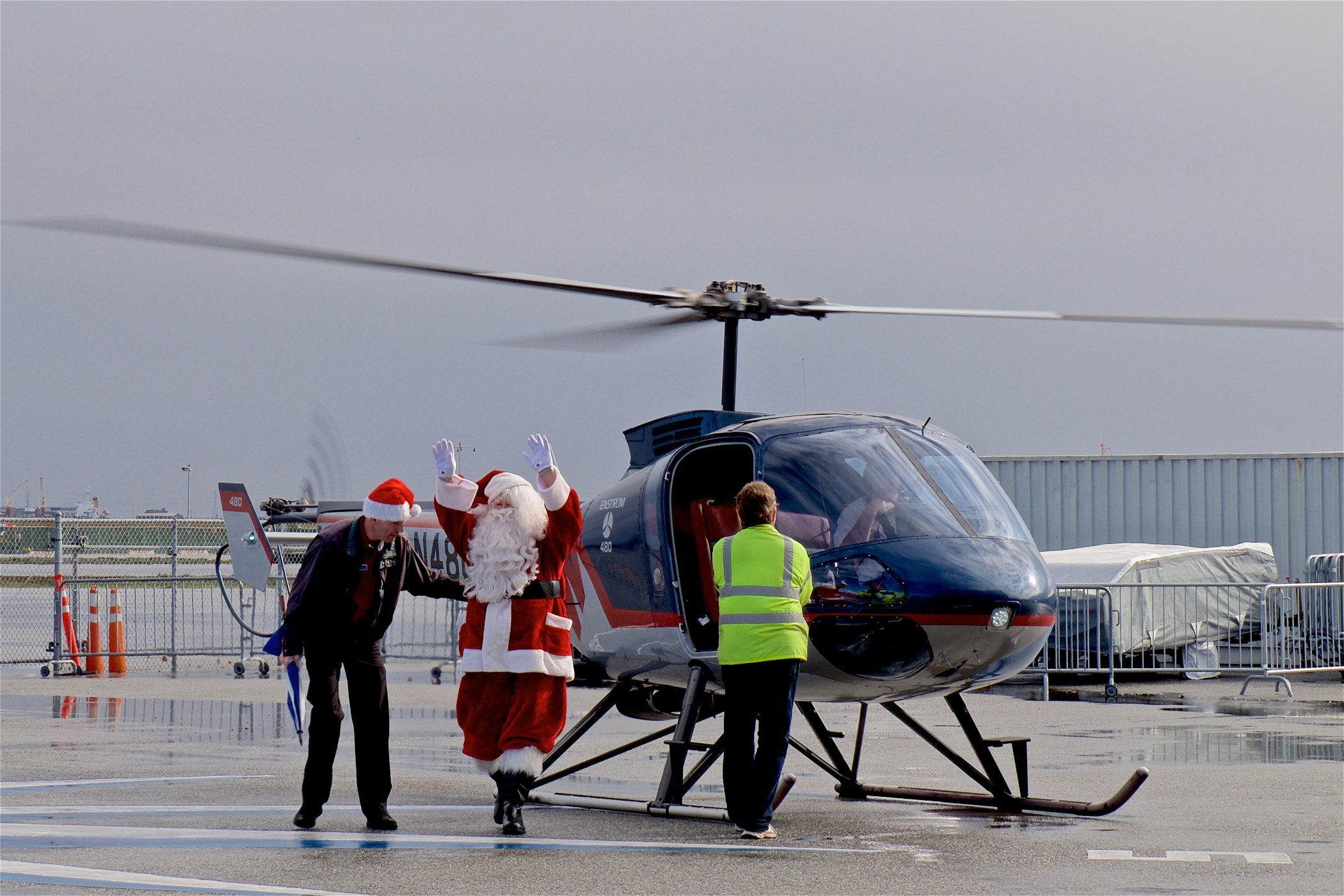Photo : A different way for Santa to fly